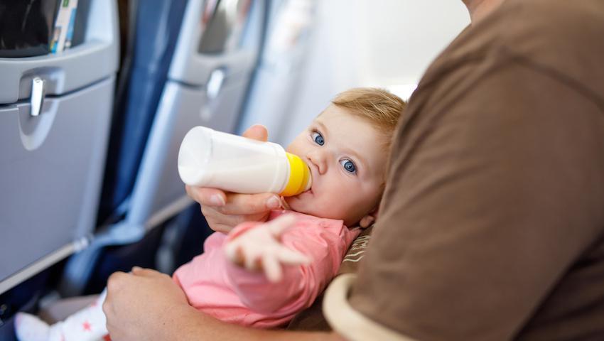 Prendre avion avec bébé
